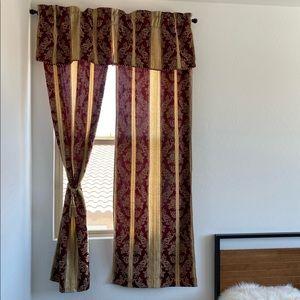 Textured Jacquard Floral Rod Pocket Curtain Panel